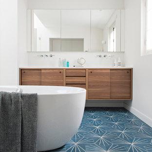 amnagement dune salle de bain contemporaine avec un placard porte plane des
