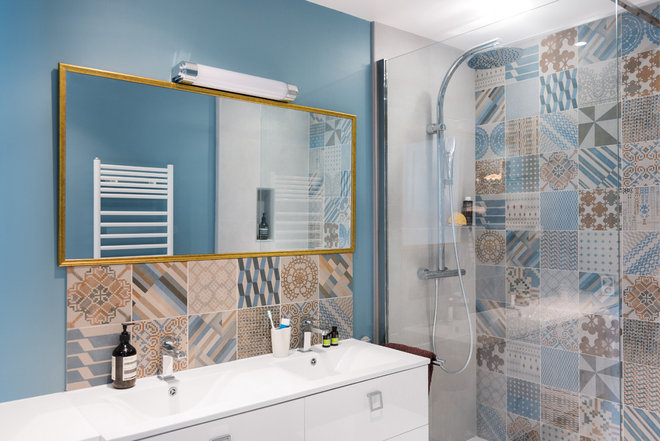 Contemporary Bathroom by Marion Alberge Décoration