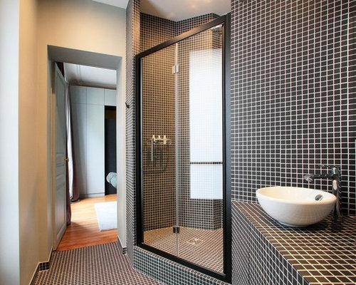 Salle de bain avec un plan de toilette en carrelage photos et id es d co de salles de bain for Toilette carrele