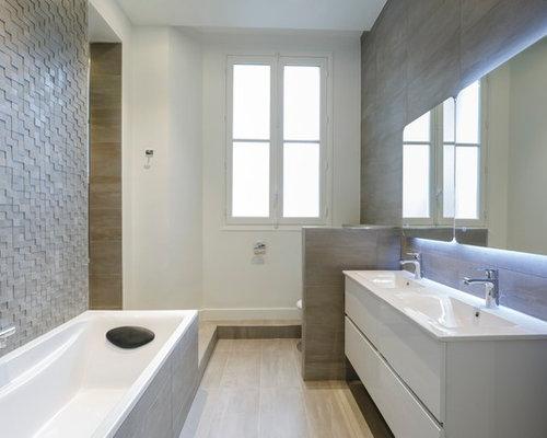 ralisation dune salle de bain principale design de taille moyenne avec des portes de - Salle De Bain Avec Carrelage Gris