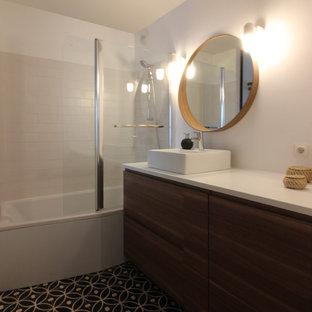 Badezimmer mit Eckbadewanne und Metrofliesen Ideen, Design & Bilder ...