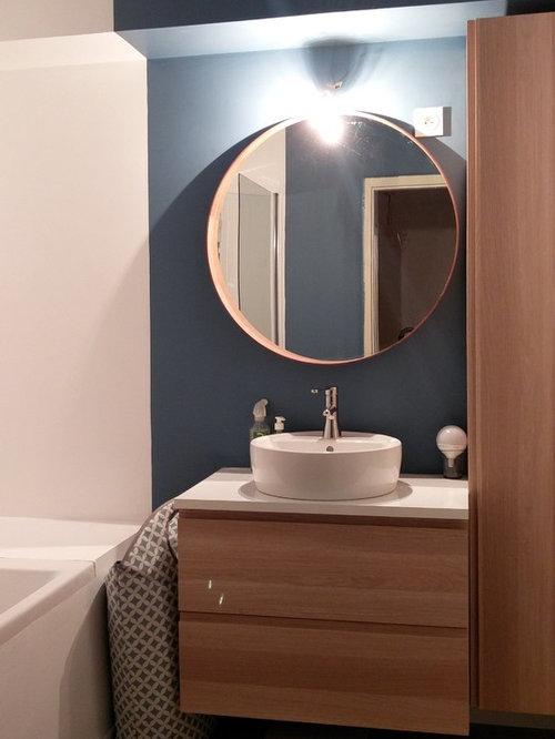 salle de bain scandinave avec un mur bleu photos et id es d co de salles de bain. Black Bedroom Furniture Sets. Home Design Ideas