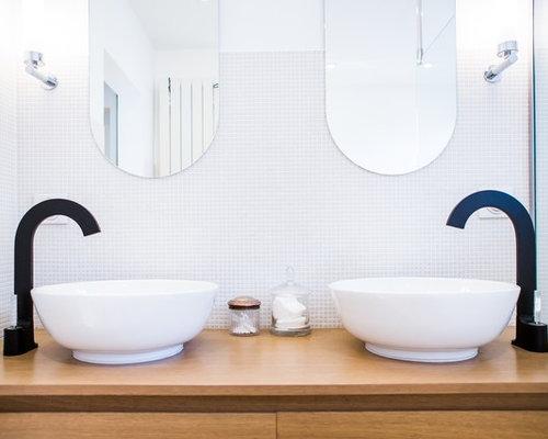 inspiration pour une salle de bain principale design de taille moyenne avec des portes de placard - Carrelages Brun 70s Salle De Bains