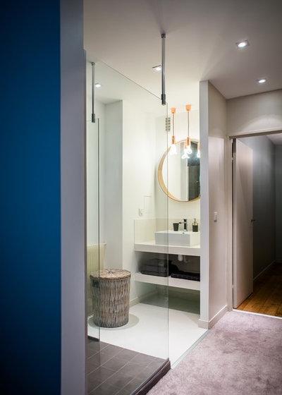 Modern Badezimmer by Hélène de Tassigny
