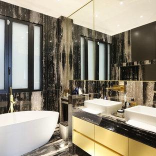Foto di una stanza da bagno padronale classica con ante a filo, ante gialle, vasca da incasso, pistrelle in bianco e nero, piastrelle di marmo, pareti nere, pavimento in marmo, lavabo rettangolare, top in marmo e pavimento multicolore