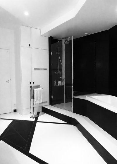 Contemporary Bathroom by Studio Riccardo Haiat
