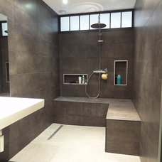 Modern Bathroom by Agence LVH