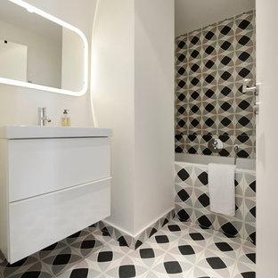 ide de dcoration pour une salle de bain principale design de taille moyenne avec un placard