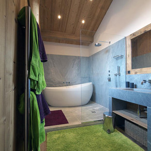 Idée de décoration pour une salle de bain principale design.