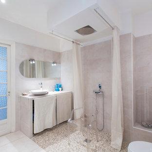 Foto de cuarto de baño principal, contemporáneo, de tamaño medio, con ducha abierta, sanitario de pared, baldosas y/o azulejos rosa, baldosas y/o azulejos de cemento, paredes rosas, suelo de azulejos de cemento, lavabo de seno grande, encimera de piedra caliza, suelo beige y ducha con cortina