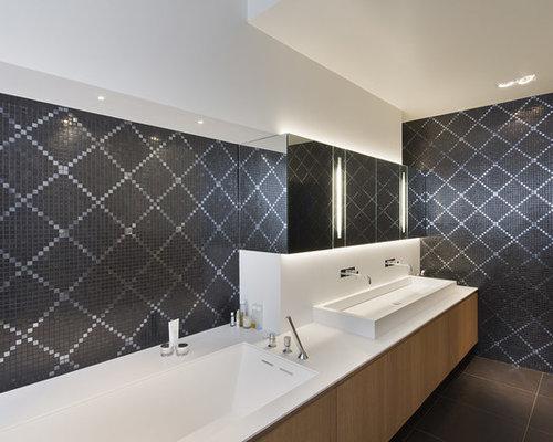 Salle de bain photos et id es d co de salles de bain for Rangement baignoire bois