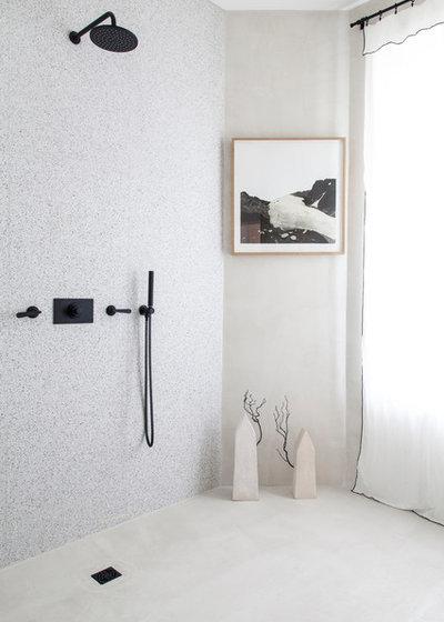 Contemporary Bathroom by Bertrand Fompeyrine Photographe