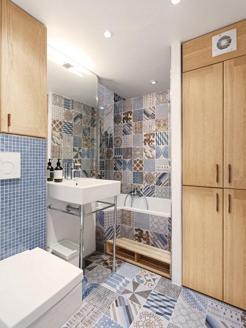 badezimmer mit badewanne in nische und zementfliesen. Black Bedroom Furniture Sets. Home Design Ideas