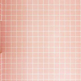 Ispirazione per una piccola stanza da bagno con doccia stile shabby con ante a filo, ante bianche, doccia ad angolo, WC sospeso, piastrelle rosa, piastrelle in ceramica, pareti bianche, pavimento alla veneziana, lavabo a consolle, top alla veneziana, pavimento multicolore, porta doccia a battente e top rosa