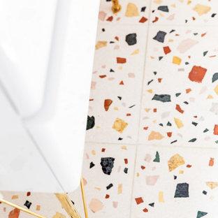 Idee per una piccola stanza da bagno con doccia stile shabby con ante a filo, ante bianche, doccia ad angolo, WC sospeso, piastrelle rosa, piastrelle in ceramica, pareti bianche, pavimento alla veneziana, lavabo a consolle, top in laminato, pavimento multicolore, porta doccia a battente e top bianco