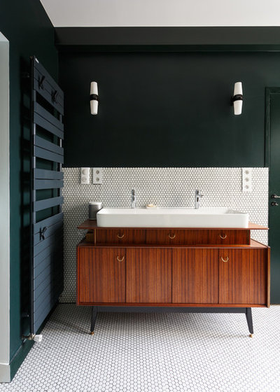 Contemporary Bathroom by Mon Plan d'Appart