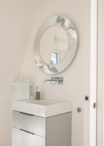 Moderno Cuarto de baño by Jours & Nuits