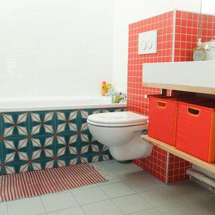 Imagen de cuarto de baño infantil, vintage, de tamaño medio, con lavabo encastrado, armarios abiertos, bañera encastrada sin remate, sanitario de pared, baldosas y/o azulejos rojos, baldosas y/o azulejos de cemento, paredes rojas y suelo de baldosas de cerámica