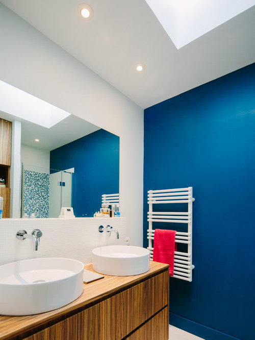 Mid sized blue bath design ideas pictures remodel decor for Mid size bathroom ideas