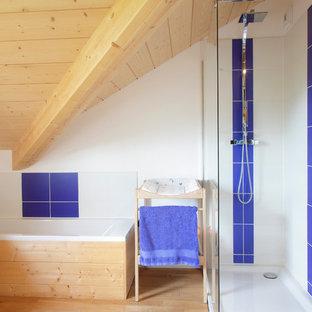 Cette Image Montre Une Salle De Bain Principale Rustique De Taille Moyenne  Avec Une Douche Ouverte