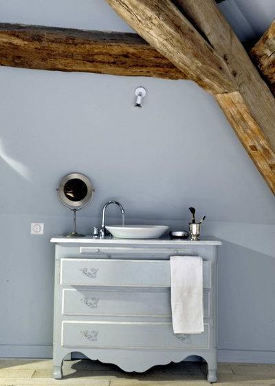 Transforma un mueble reciclado en el soporte del lavabo for Cambiar lavabo de pie por mueble