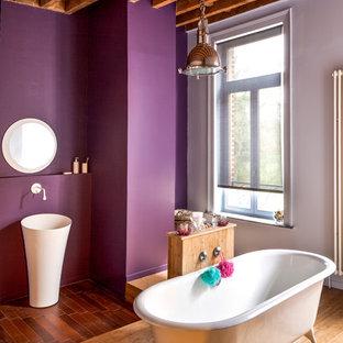 Salle De Bain Avec Un Mur Violet Photos Et Idees Deco De Salles De