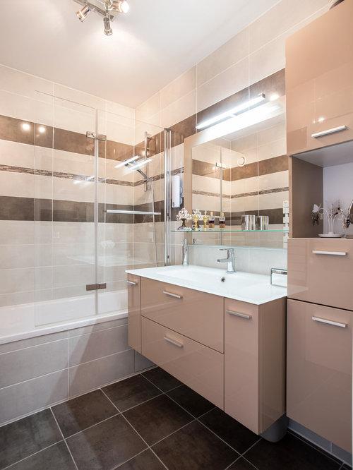Salle de bain avec un carrelage marron photos et id es for Faience salle de bain marron et beige