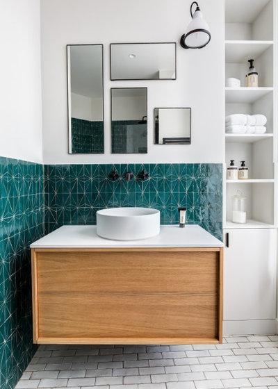コンテンポラリー 浴室 by Caroline ANDREONI