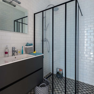 Mid-sized industrial 3/4 bathroom in Paris with black cabinets, a curbless shower, white walls, an integrated sink, subway tile and black and white tile.