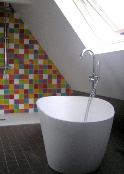 10 jolies baignoires pour tirer parti d 39 une petite salle for Petit baignoire angle