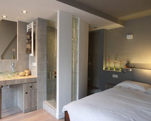 Inspiration Pour Une Petite Salle De Bain Design Avec Un Carrelage Gris, Un  Mur Gris