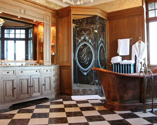 Salle De Bain Classique Avec Un Carrelage Noir Et Blanc