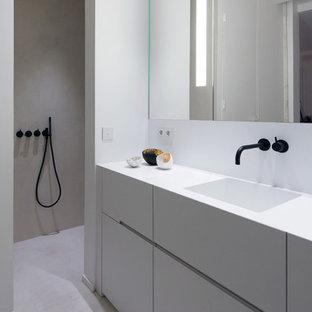 Aménagement d'une salle de bain contemporaine de taille moyenne avec un mur blanc et un lavabo intégré.