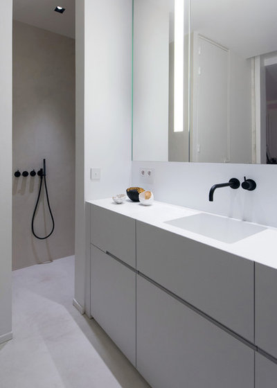 Contemporary Bathroom by mayelle architecture intérieure design