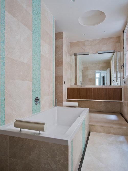 salle de bain avec des portes de placard en bois sombre photos et id es d co de salles de bain. Black Bedroom Furniture Sets. Home Design Ideas