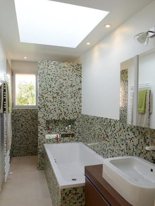 Salle de bain rétro avec un sol en carrelage de céramique : Photos ...