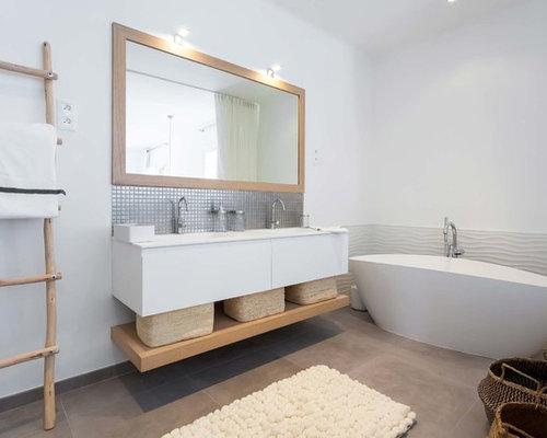 ide de dcoration pour une grande salle de bain principale nordique avec des portes de placard