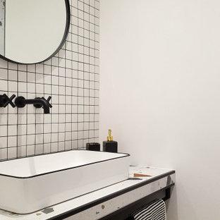 Foto di una stanza da bagno con doccia eclettica di medie dimensioni con ante bianche, doccia alcova, piastrelle bianche, pareti bianche, pavimento con piastrelle in ceramica, lavabo rettangolare, top in vetro, pavimento multicolore, doccia aperta, lavanderia e un lavabo