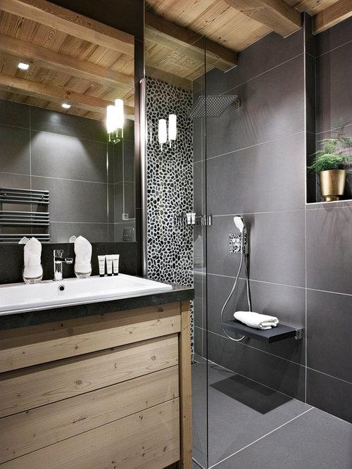 Salle de bain avec un carrelage noir photos et id es for Salle de bain carrelage noir et bois