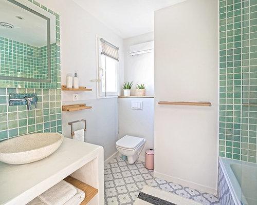 badezimmer mit beton waschbecken waschtisch und. Black Bedroom Furniture Sets. Home Design Ideas