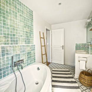 Mid-sized tuscan master green tile and terra-cotta tile terra-cotta floor corner bathtub photo in Montpellier with a wall-mount toilet, gray walls, a console sink and terrazzo countertops