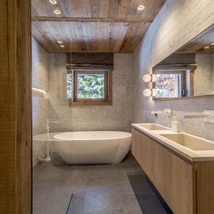 Salle de bain montagne avec du carrelage en marbre : Photos ...