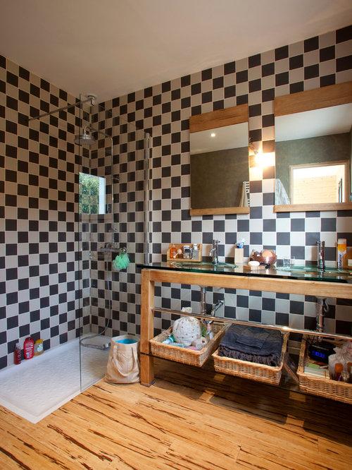 Salles de bains et wc avec un carrelage noir et blanc for Salle de bain avec carrelage noir