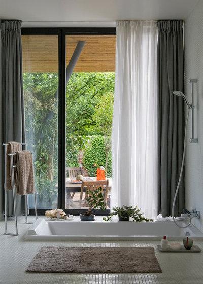 Contemporary Bathroom by Septet Cécile