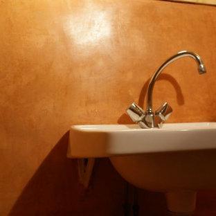 Esempio di una stanza da bagno con doccia mediterranea di medie dimensioni con piastrelle rosse, pareti rosse, pavimento in pietra calcarea, lavabo sospeso e top in pietra calcarea