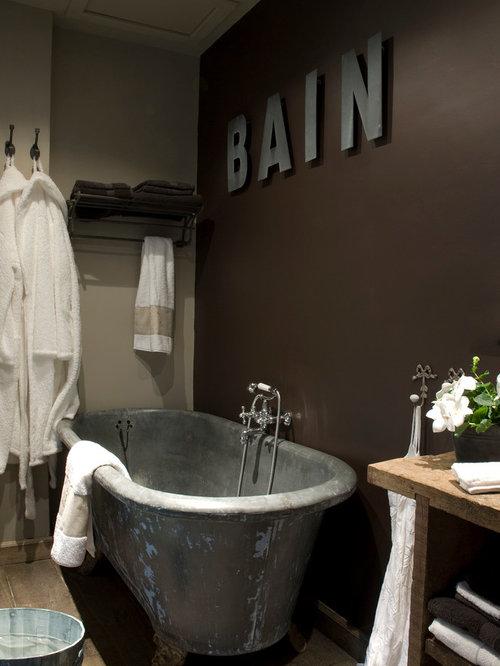 salle de bain industrielle avec une baignoire sur pieds. Black Bedroom Furniture Sets. Home Design Ideas