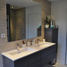 Contemporary Bathroom by Aurélie Hemar - HEMARA HOME