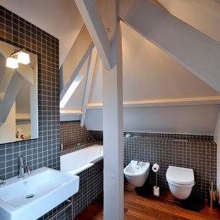 Inspiration pour une salle de bain principale design avec un bidet.