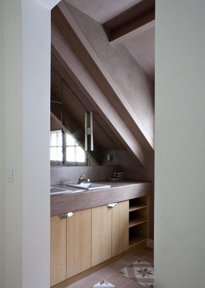 Rustic Bathroom by Olivier Chabaud Architecte