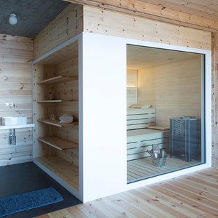 Свежая идея для дизайна: баня и сауна в стиле рустика с коричневыми стенами, паркетным полом среднего тона, настольной раковиной, коричневым полом и белой столешницей - отличное фото интерьера